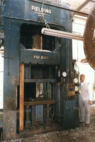 300 Ton Fielding Hydraulic Press With Prefill Downstr